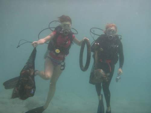 RRAvarua_EricaJess_underwater_P1140137-2