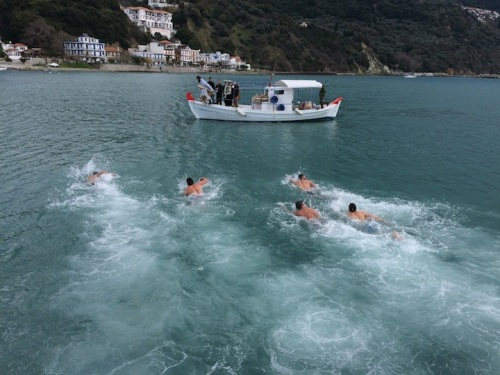 Thanks to Harald and Martina Dempf for this shot of the Loutraki epiphany race